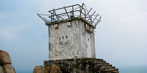 Nam Kok Tsui lighthouse and Gold Panning Cliff